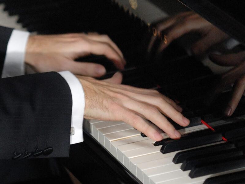 Robin Hutt playing piano keyboard